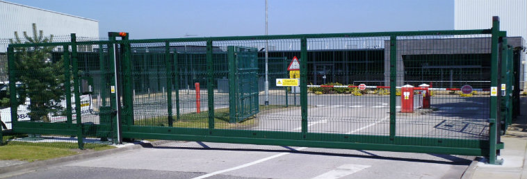 Sssg steel cantilever sliding gate security solutions gb for Puertas 180 grados